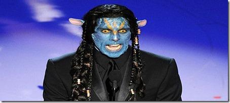 Ben Stiller, fantasiado de um Na'Vi. Na entrega do prêmio de Melhor Maquiagem.